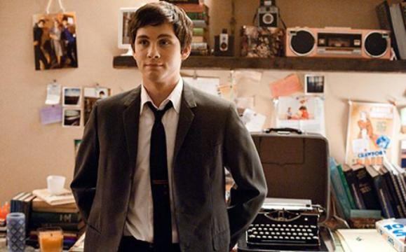 Charlie (Logan Lerman)