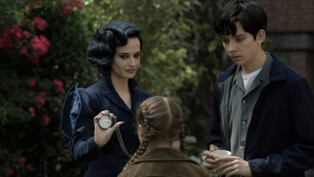 Miss Peregrine (Eva Green) and Jacob (Asa Butterfield)